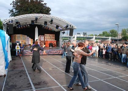 2010 - Argentinien - Bühne und Tanzfläche